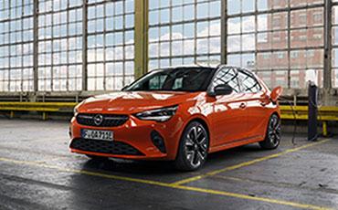 Opel-parkerad-i-parkeringshus